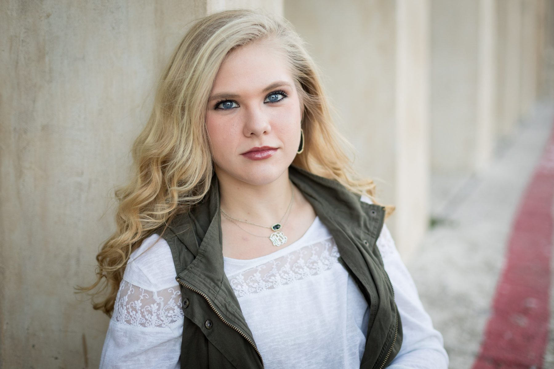 Shelly Niehaus Photography| Dallas Senior Photographer| Senior Girl In Front of While Columns