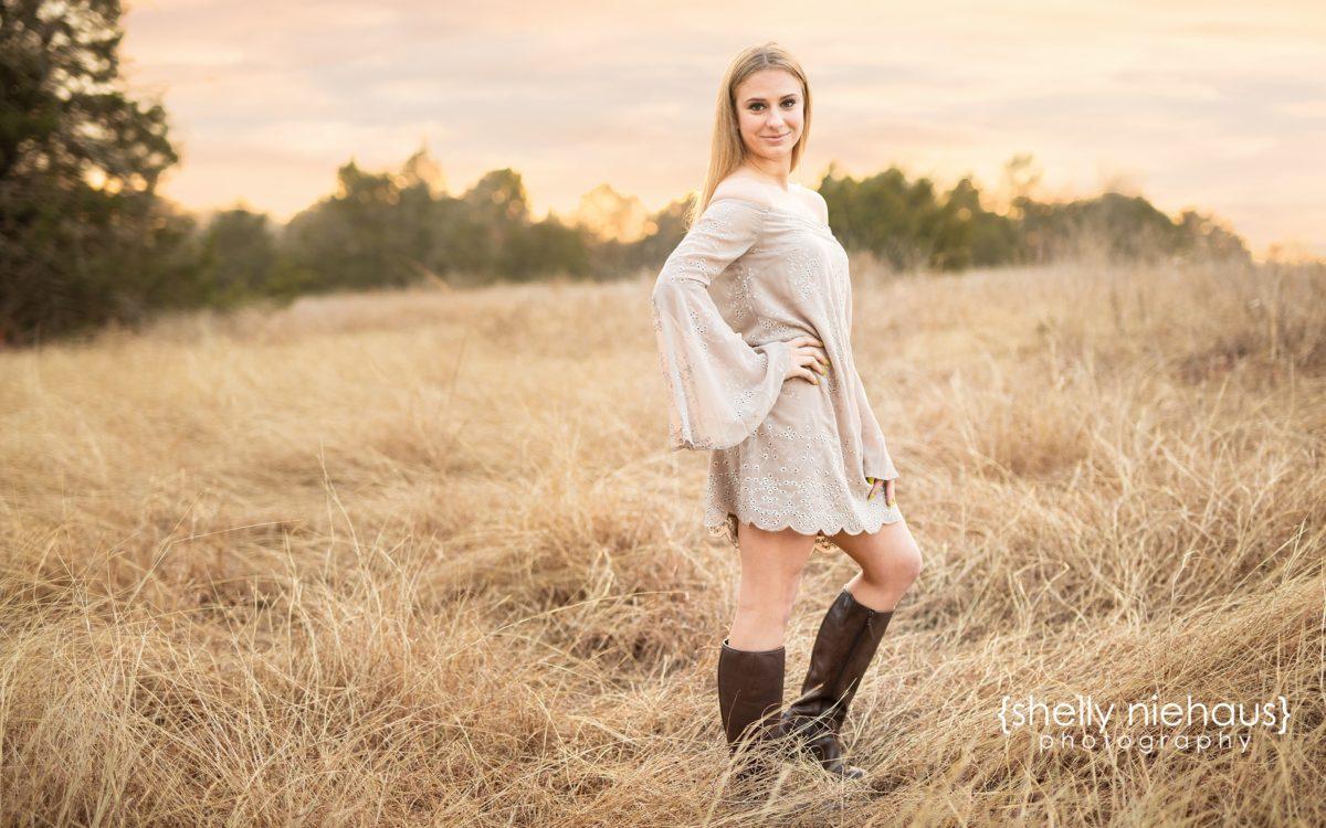 A Beautiful Urban + Nature Senior Girl Session - Shelly Niehaus Photography | Prosper,TX